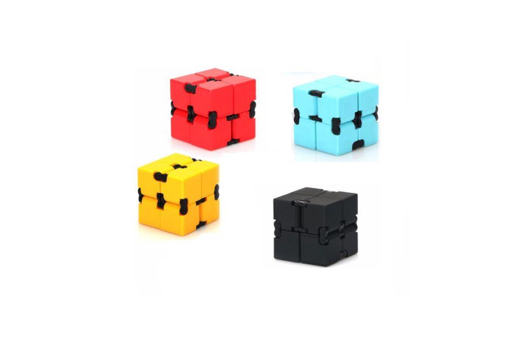 621039 Jucarie Antistres Infinity Cube 4x4x4cm 4 culori