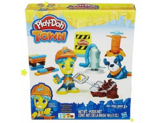 B3411 PD PLAYDOH TOWN FIGURE AND PET AST